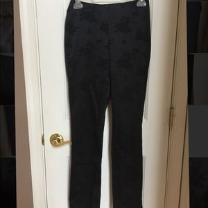 Guess black fitted floral  print pant size 26